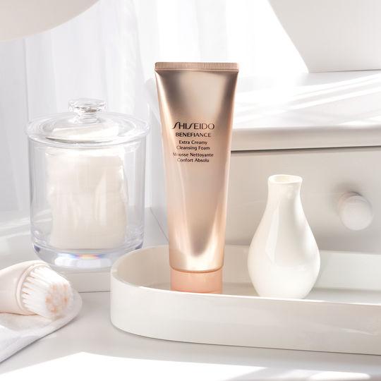 Sữa rửa mặt chống lão hóa Shiseido Benefiance Extra Creamy Cleansing Foam