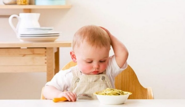 Nguyên nhân và cách xử lý khi trẻ 1 tiếng biếng ăn